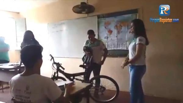Estudantes juntam dinheiro e compram bicicleta para colega ir à escola