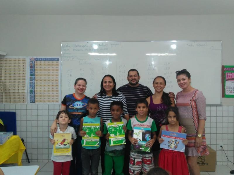 Rede municipal de Água Branca recebem livros do programa Alfa e Beto