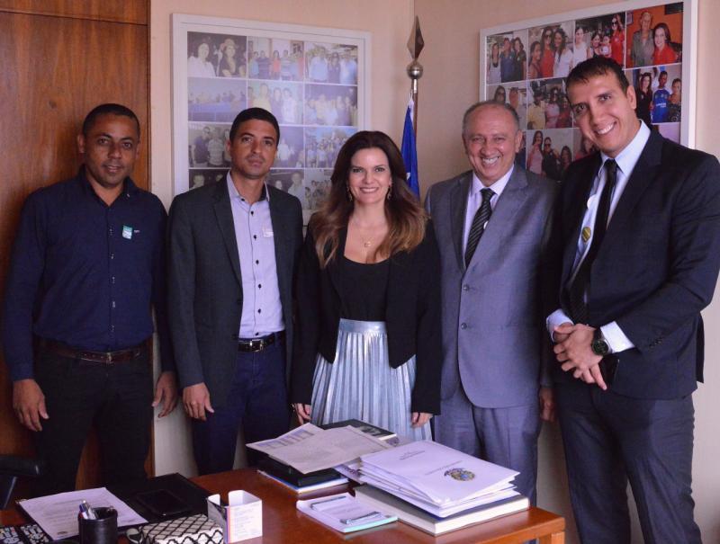 Prefeito Dióstenes se reuniu com deputada Iracema para tratar das demandas de Avelino Lopes