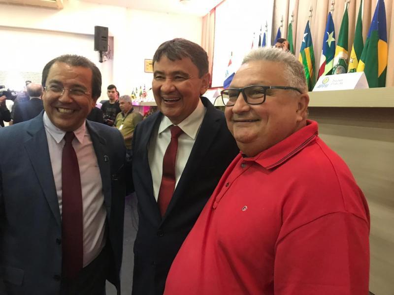 Prefeito Dr. Alcione se reúne com autoridades para buscar melhorias
