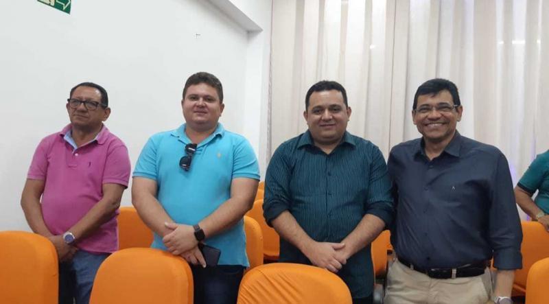 Prefeito Aurélio Sá participa do encontro de Associações de Municípios