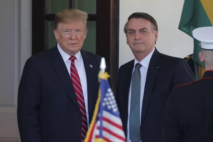 Bolsonaro é recebido por Donald Trump na Casa Branca