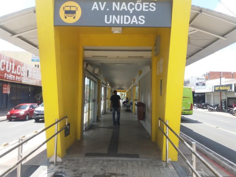 Strans faz limpeza e manutenção em estações de ônibus