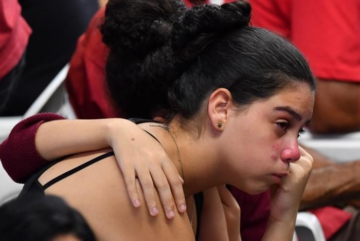 Alunos voltam a escola pela primeira vez após massacre