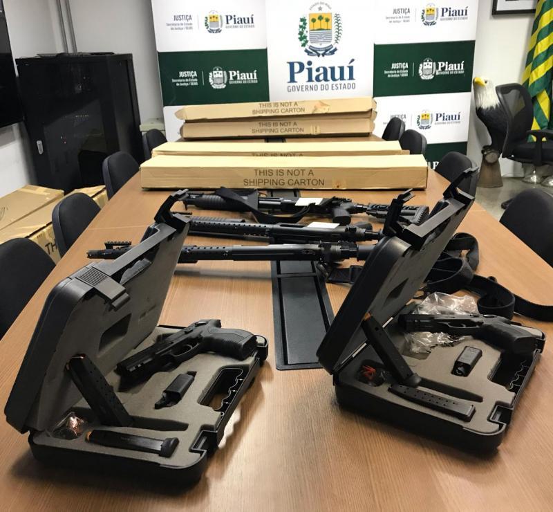 Sejus entrega armamentos e carteiras funcionais à agentes