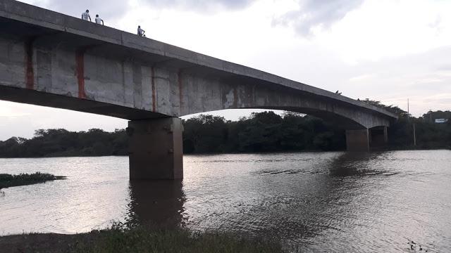 Após a comprovação de falha na estrutura a ponte segue abandonada