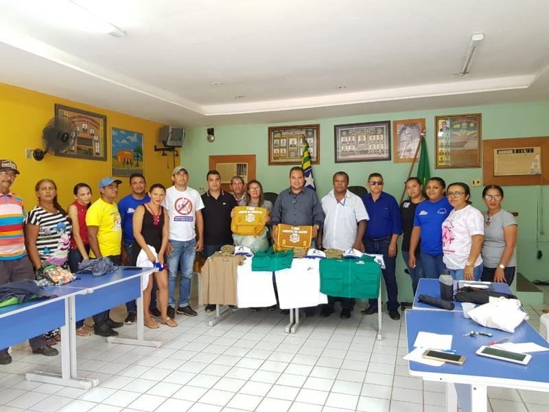 Prefeitura de Pau D'arco entrega fardamento a agentes de saúde e endemias