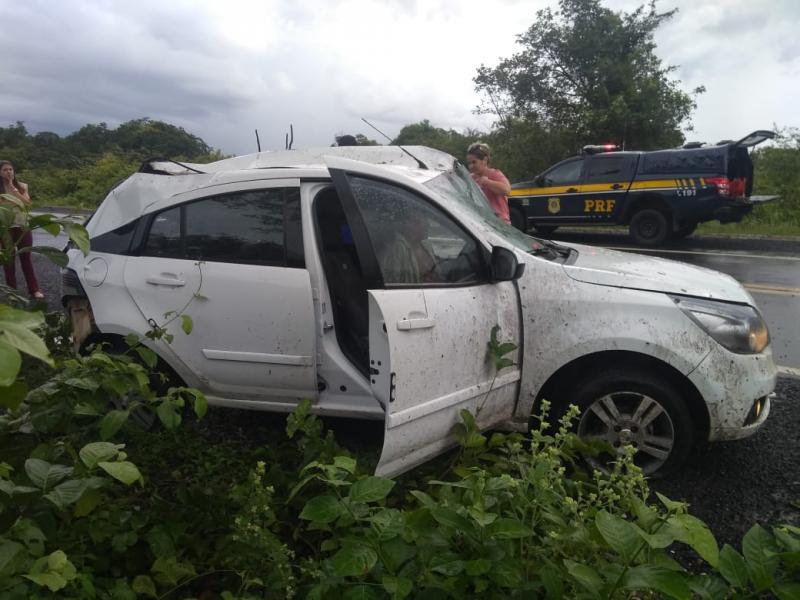 Idoso fica gravemente ferido após colidir em árvore na BR 230