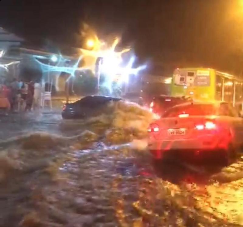 Chuva intensa alaga pontos de Teresina na noite dessa quinta-feira