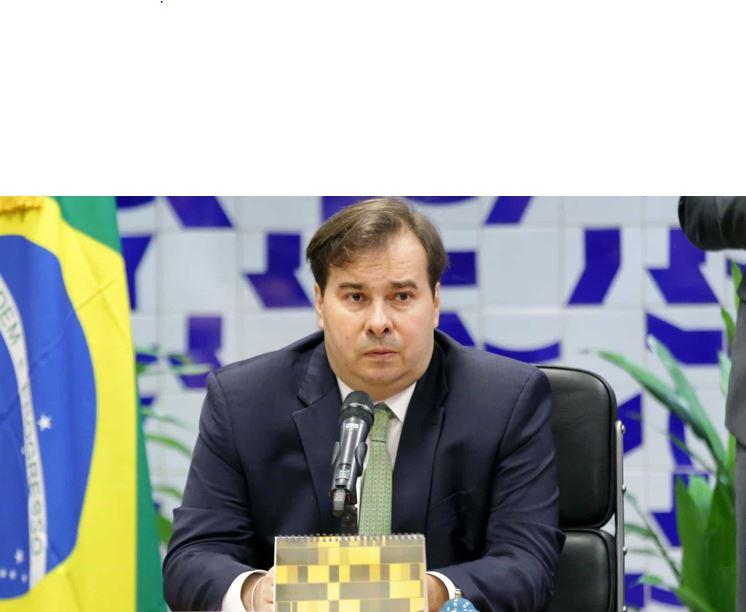 Post de filho de Bolsonaro citando Moro faz Maia 'explodir'