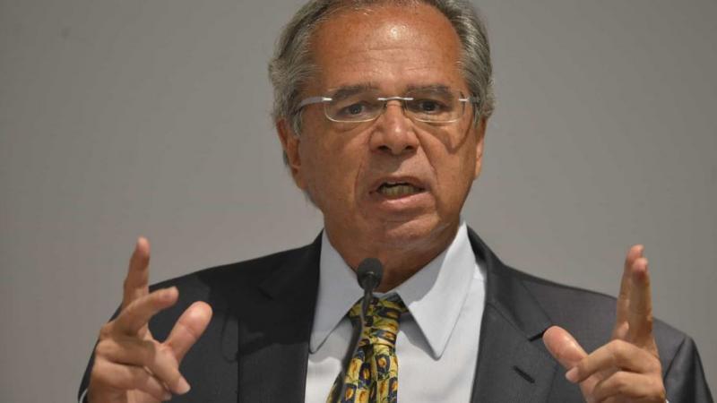 Guedes mostra desagrado com Carlos Bolsonaro por críticas a Maia