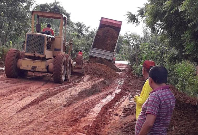 SEINFRA realiza recuperação de estradas vicinais em Timon
