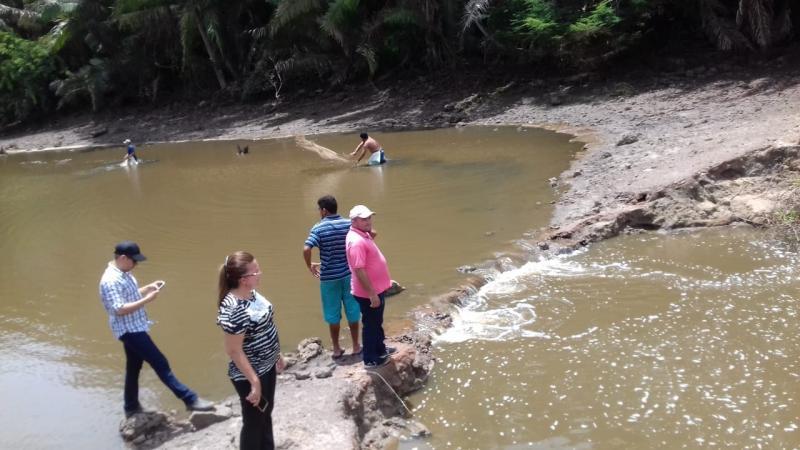 Prefeita e secretário de agricultura visitam famílias afetadas pelas chuvas