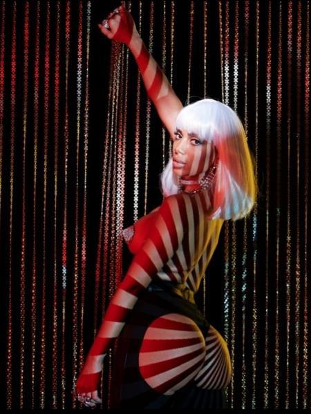Anitta publica foto sensual para promover novo trabalho