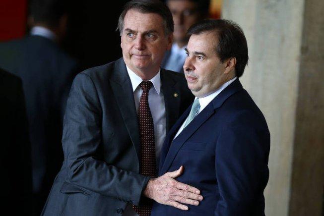 Duelo que Bolsonaro e Maia travam sobre a Previdência