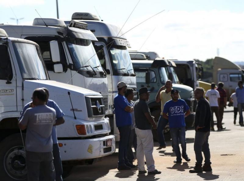 Caminhoneiros divulgam possível greve em 30 de março