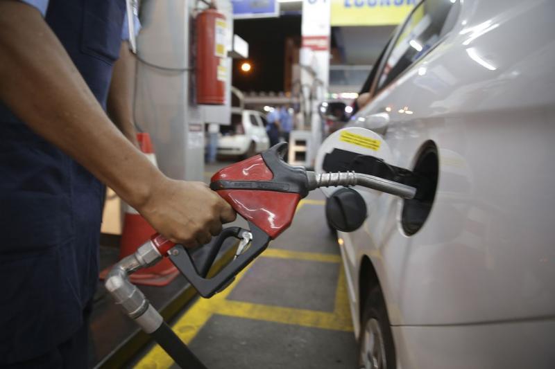 Preço da gasolina sobe pela 4ª semana nos postos