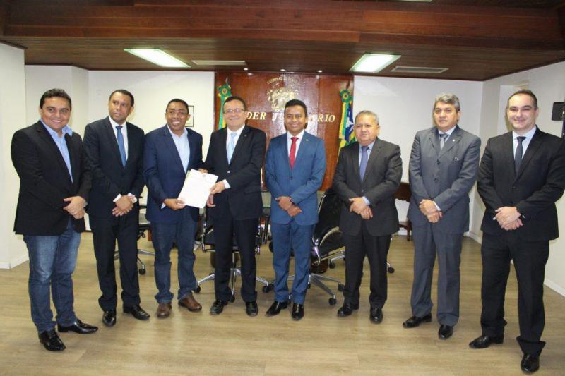TJ-PI recebe doação de terreno para construção do novo fórum de Floriano