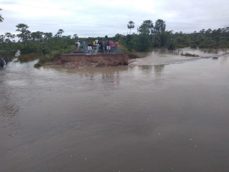 Forte chuva rompe PI-366 entre José de Freitas e Lagoa Alegre