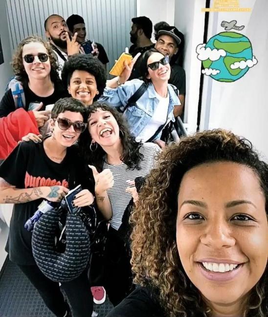 Bruna Marquezine viaja para uma missão missionária na Africa