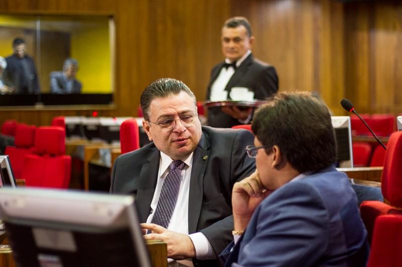Deputado propõe lei para beneficiar idosos piauienses