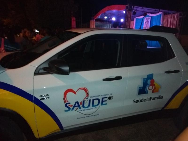 Prefeitura de Francisco Ayres recebe veículo para Saúde