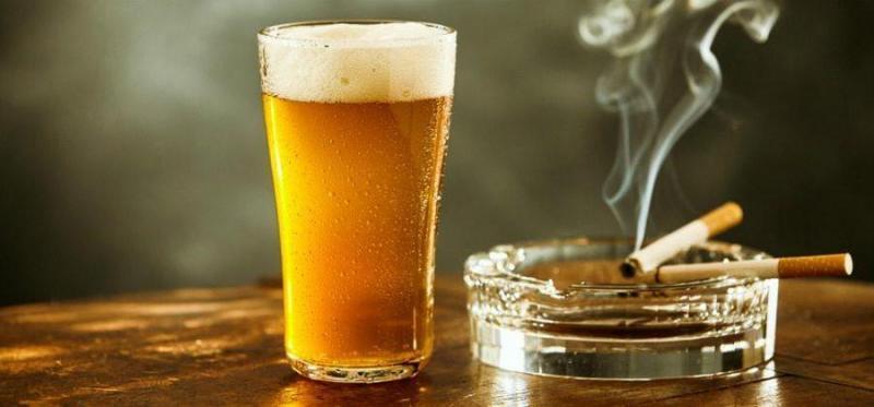 Cigarro x álcool: saiba qual faz mais mal para a saúde