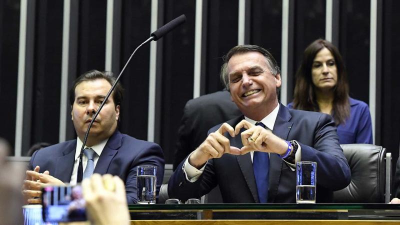Bolsonaro é 'homenageado' e vira assunto mais comentado no dia da mentira