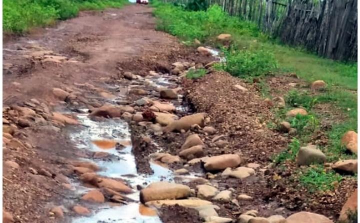 Motorista reclama de péssima condição de estrada na zona rural de Batalha