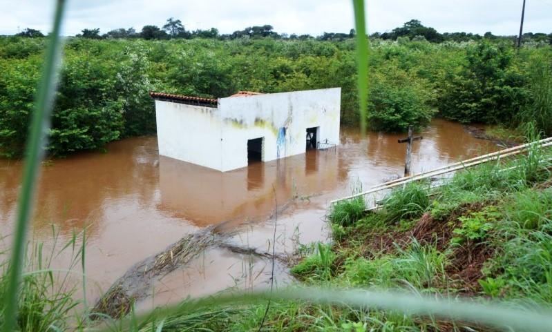 Rio transborda e invade santuário na cidade de Piripiri