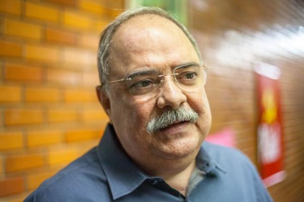 Secretário de governo Osmar Júnior inicia diálogo com deputados