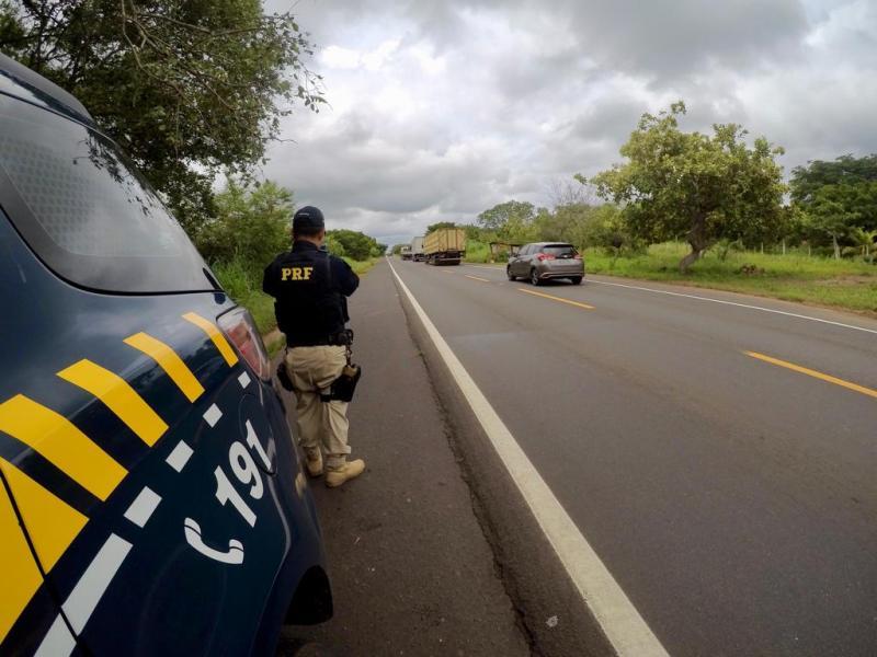 Jovem morre após colisão entre carro e moto na BR 343