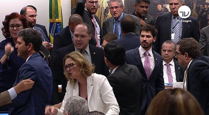 Deputado chama Paulo Guedes de 'tigrão' e 'tchutchuca' em audiência