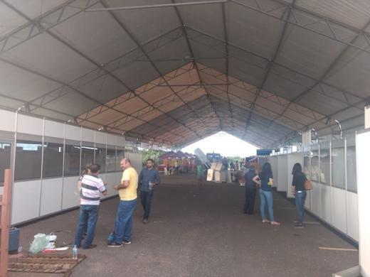 Estrutura sendo já montada Foto: ASCOM Tudo sendo finalizado para a abertura da 6ª edição do Picos Fest Berro. O evento, que é considerado como o maior do interior do Estado em relação à ovinocaprinocultura, acontece de 04 a 07 de abril no estacionamento