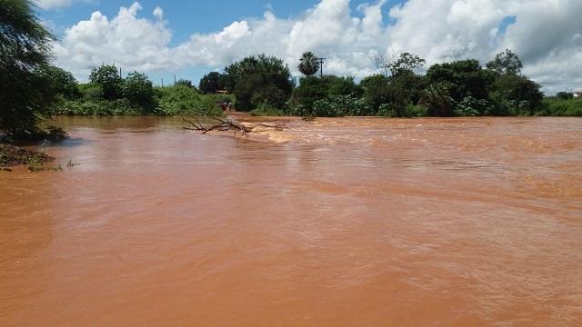 Rio Guaribas registra primeira cheia de 2019