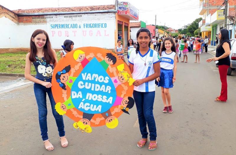 Alunos de escola municipal de Joaquim Pires realizam passeata