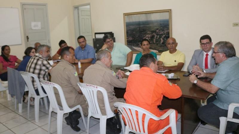 Comissão Municipal de Defesa Civil presta assistência às famílias alagadas