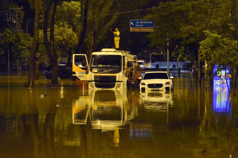 Fortes chuvas matam três pessoas no Rio de Janeiro