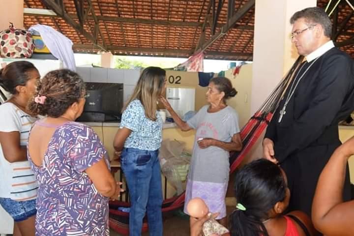 Secretaria Nilzana Gomes visita famílias atingidas pelas enchentes