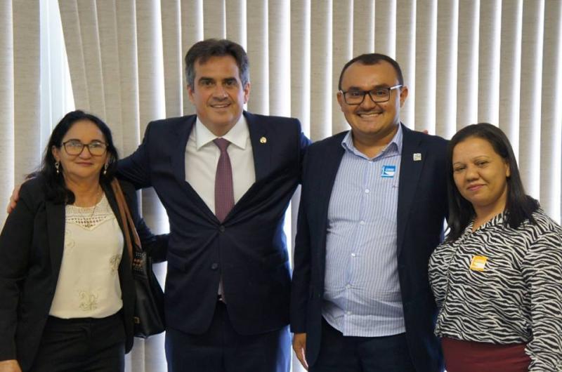 Prefeito Jullyvan Mendes tem encontro com Senador Ciro
