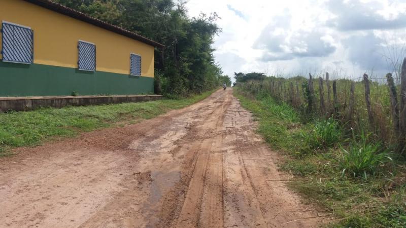 Prefeitura de Lagoinha do Piauí realiza serviço de roço e capina na cidade