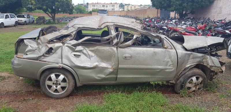 Motorista embriagado capota carro  na BR-316 após fugir da PRF