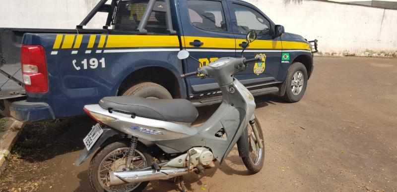 Após denúncia anônima, polícia recupera moto roubada na BR-316