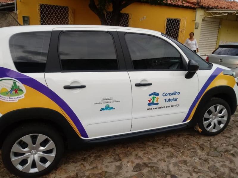 Prefeitura de Francisco Ayres entrega veículo ao Conselho Tutelar
