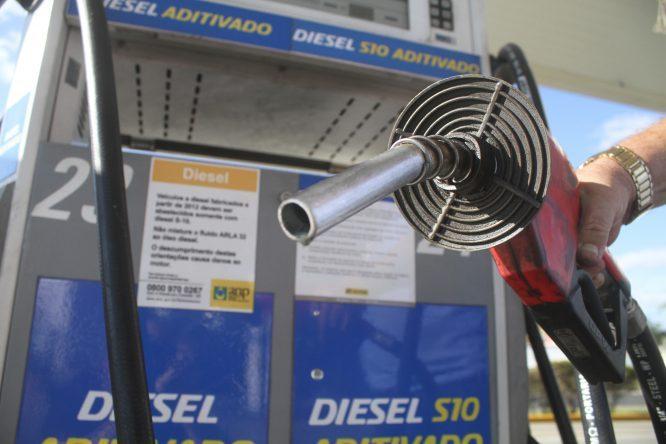 Governo segura preço de diesel para evitar greve