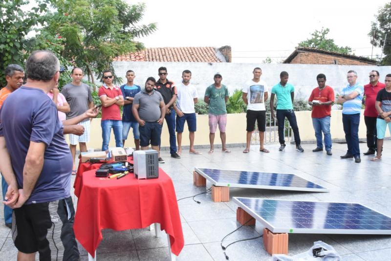Curso de placas solares realiza última aula prática em Floriano