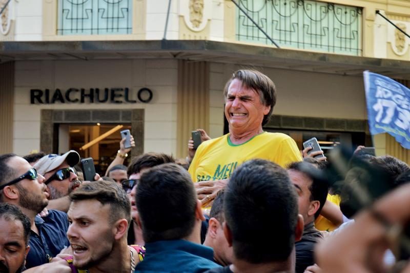 Bolsonaro se encontra com advogado que trata do atentado a faca em 2018