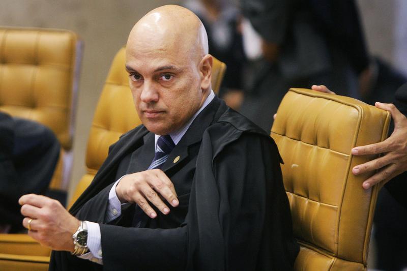 Ministro manda bloquear redes sociais de críticos do STF
