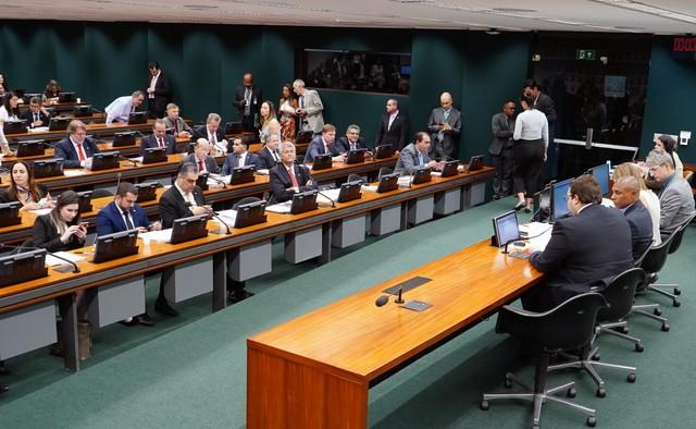 Deputados a favor da reforma da Previdência tentam acelerar debate para ant