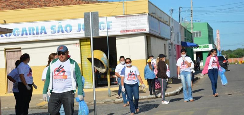 300 pessoas saem às ruas em mutirão contra mosquito Aedes Aegypti